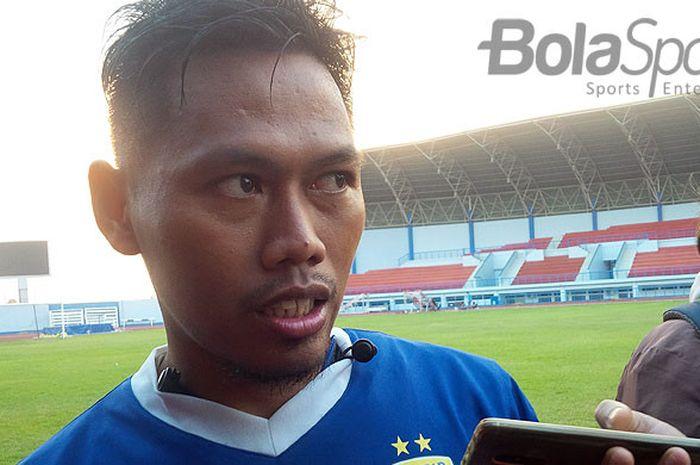 Pemain belakang Persib Bandung, Tony Sucipto seusai berlatih di Stadion Arcamanik, Kota Bandung, Senin (14/5/2018).