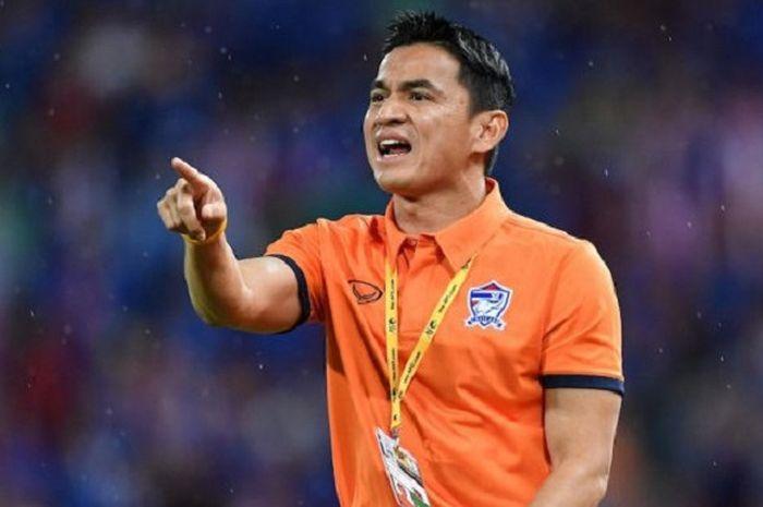 Pelatih pengubur mimpi timnas Indonesia di Piala AFF, Kiatisuk Senamuang.