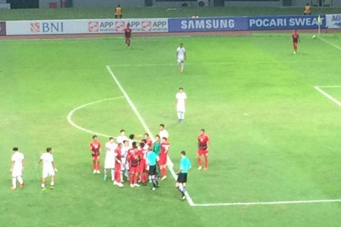 Suasana pertandingan Grup A Asian Games 2018, timnas u-23 Indonesia melawan Hong Kong, di Stadion Pa