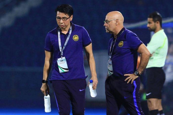 Pelatih Timnas Malaysia, Tan Cheng Hoe (kiri)