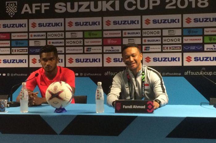 Pelatih timnas Singapura, Fandi Ahmad,  memberikan keterangan kepada media di Stadion Nasional, Singapura, Kamis (8/11/2018).