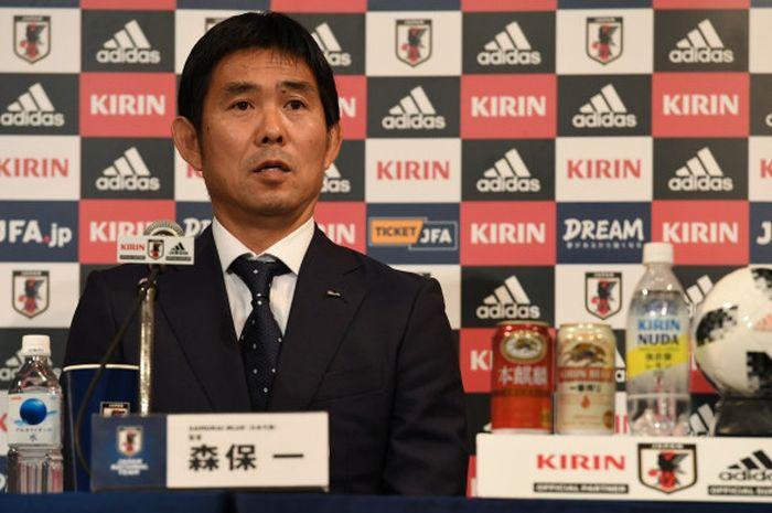 Pelatih baru timnas Jepang, Hajime Moriyasu, saat diperkenalkan kepada pers, 26 Juli 2018 di Tokyo.