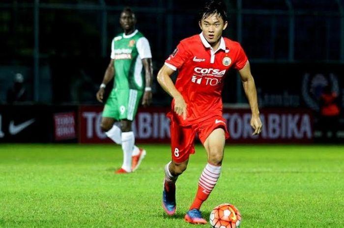 Gelandang Persija, Sutanto Tan saat membela timnya kontra PS TNI pada Piala Presiden 2017 di Stadion