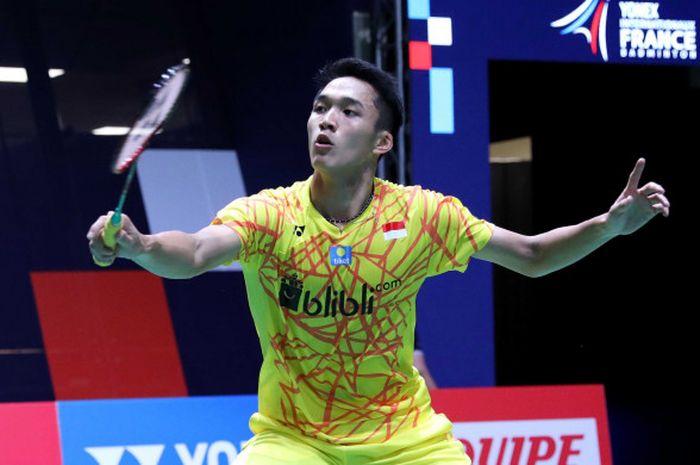 Jonatan Christie saat berhadapan dengan unggulan keenam asal China, Chen Long, pada babak perempat final di Stade Pierre de Coubertin, Paris, Prancis, Jumat (26/10/2018).