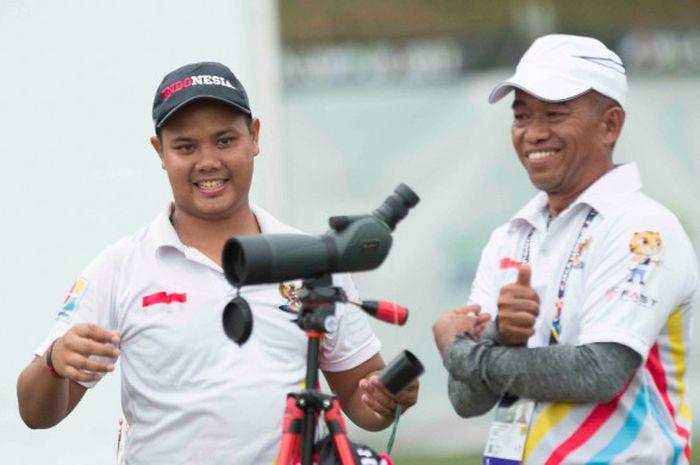 Pemanah putra Indonesia, Prima Wisnu Wardhana, saat menjalani pertandingan compound perorangan SEA Games 2017 di Synthetic Turf Field, National Sports Council, KL Sports City, Rabu (16/8/2017).