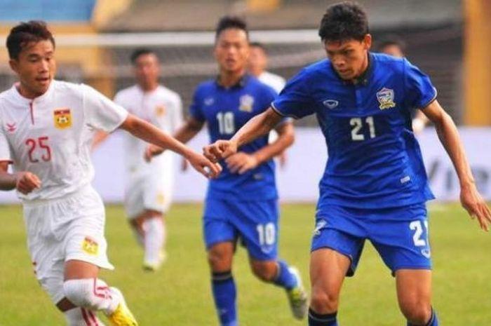 Penampilan striker Thailand U-19, Supachai Jaided, saat membantu timnya mengalahkan Laos U-19 2-1 pa