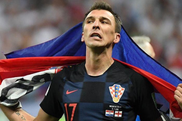 Penyerang Kroasia, Mario Mandzukic, merayakan kemenangan timnya 2-1 atas Inggris di babak semifinal Piala Dunia 2018, 11 Juli 2018 di Luzhniki Stadium, Moskow.