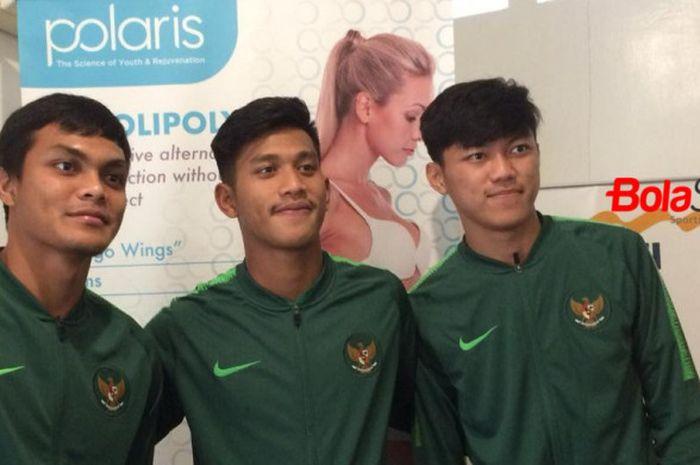 Trio pemain timnas U-19 Indonesia; Rachmat Irianto, Indra Mustafa, dan Feby Eka Putra (dari kiri ke