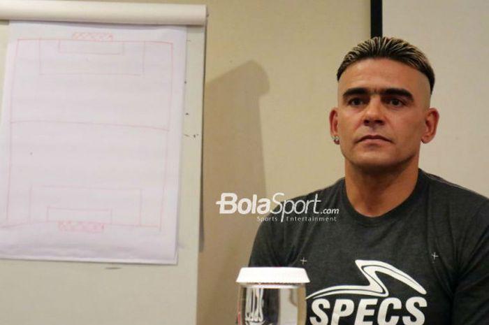 Striker Madura United, Cristian Gonzales.