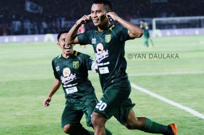 Penyerang Persebaya, Osvaldo Haay, merayakan gol ke gawang Bali United pada laga Liga 1 2018, Minggu