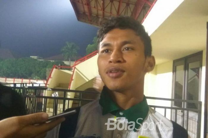 Pemain Persebaya Surabaya, Osvaldo Haay, menjawab pertanyaan wartawan di Stadion PTIK, Rabu (11/7/20