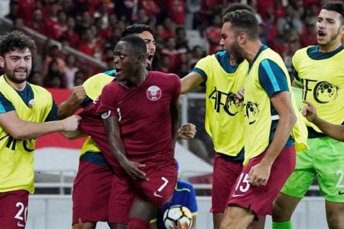 Pemain timnas U-19 Qatar, Abdulrasheed Umaru melakukan selebrasi seusai mencetak gol ke gawang timnas U-19 Indonesia dalam laga kedua fase Grup A Piala Asia U-19 2018 di Stadion Gelora Bung Kanro, Jakarta, Minggu (21/10/2018).