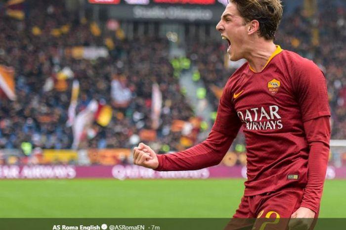 Gelandang muda AS Roma, Nicolo Zaniolo, berselebrasi usai mencetak skor ke gawang Torino.