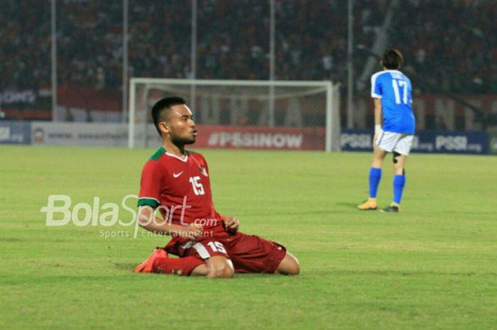 Pemain Timnas U-19 Indonesia Saddil Ramdani merayakan gol ke gawang Timnas U-19 Singapura di Gelora Delta, Sidoarjo, Selasa (3/7/2018).