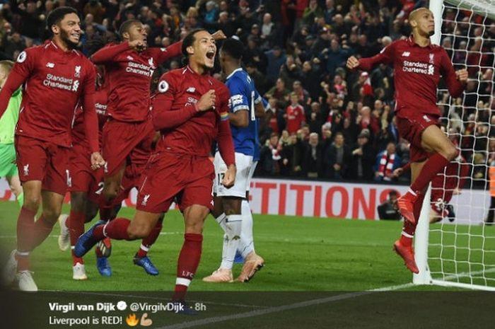 Selebrasi beberapa pemain Liverpool usai berhasil mengalahkan Everton 1-0 pada laga lanjutan Liga Inggris 2018/19, Minggu (2/12/2018).