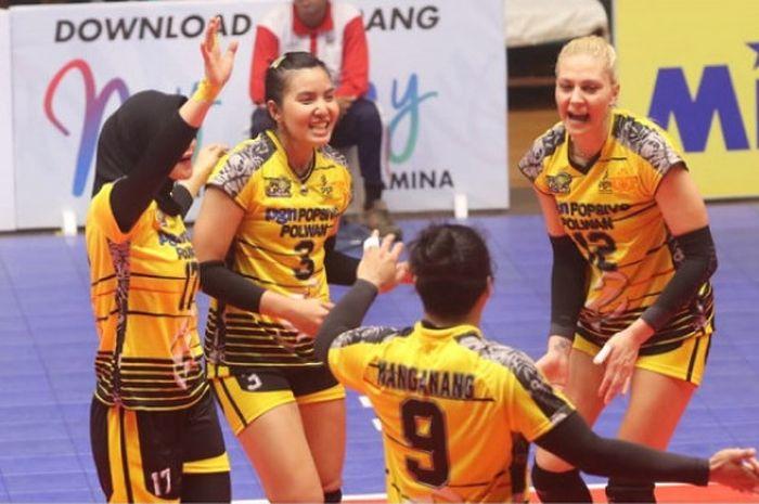 Ekspresi pemain tim putri Jakarta PGN Popsivo Polwan dalam salah satu pertandingan Proliga 2019 yang digelar di GOR Tridharma Gresik.