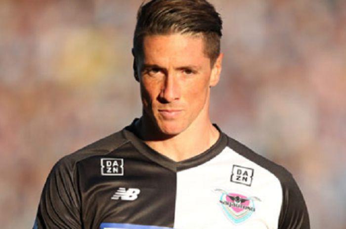 Penyerang Sagan Tosu, Fernando Torres saat timnya menjamu V-Varen Nagasaki pada lanjutan Liga Jepang