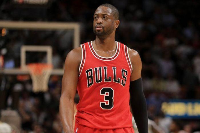Pebasket Chicago Bulls, Dwyane Wade, saat menjalani laga melawan mantan timnya, Miami Heat, di American Airlines Arena, Miami, Florida, Amerika Serikat, 10 November 2016.