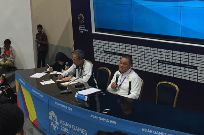 Chef de Mission (CdM) Kontingen Jepang, Yasuhiro Yamashita, saat berbicara pada sesi konferensi pers di Jakarta Convention Center (JCC), Senayan, Sabtu (18/8/2018).