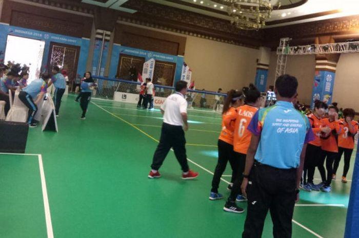 Suasana pertandingan goalball yang mempertemukan Indonesia kontra Laos pada Minggu (7/10/2018).