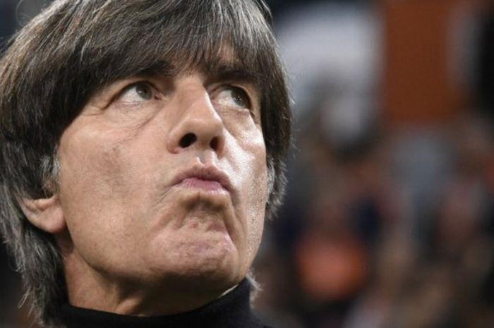 Reaksi pelatih timnas Jerman, Joachim Loew, dalam partai UEFA Nations League lawan Belanda di Johan Cruijff Arena, Amsterdam, 13 Oktober 2018.