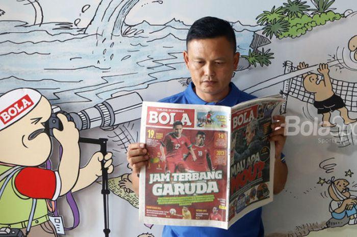Yeyen Tumena, eks bek timnas Indonesia yang kini menjadi pelatih sementara skuad Garuda.