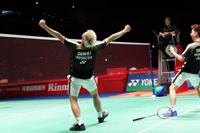 Marcus Fernaldi Gideon/Kevin Sanjaya Sukamuljo merayakan kemenangan mereka atas Li Junhui/Liu Yuchen