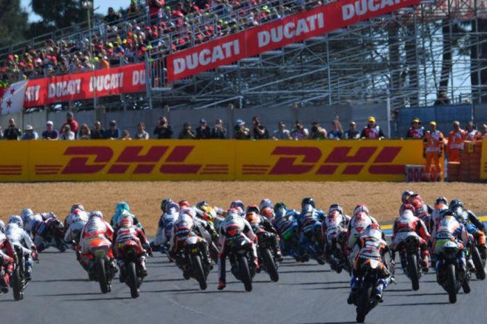 Suasana balapan kelas Moto3 di Sirkuit Le Mans, Prancis, pada ajang MotoGP musim 2017.