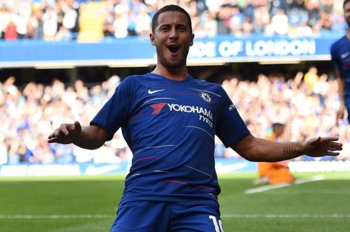 Eden Hazard mencetak gol Chelsea ke gawang Cardiff City dalam partai Liga Inggris di Stadion Stamford Bridge, London, 15 September 2018.