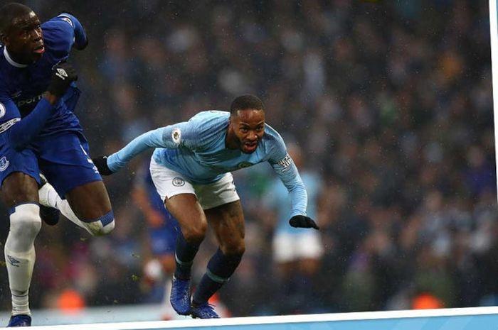 Penyerang Manchester City, Raheem Sterling (kanan).