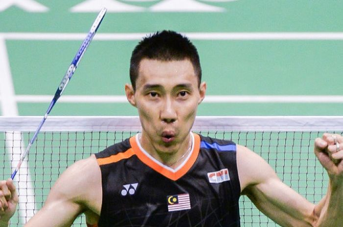 Pebulu tangkis tunggal putra Malaysia, Lee Chong Wei, melakukan selebrasi setelah menang atas Chen Long (China) pada final Hong Kong Terbuka di Hong Kong Coliseum, Minggu (26/11/2017).