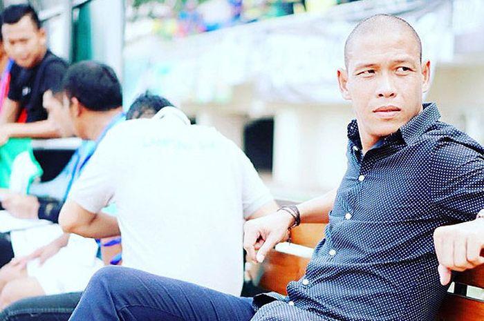 Nova Arianto, mantan pemain Persebaya  Surabaya dan timnas Indonesia yang kini melatih Lampung Sakti