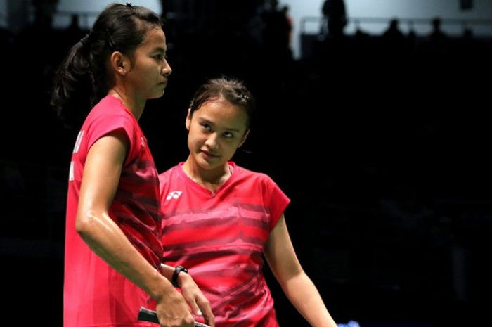 Pasangan ganda putri dadakan, Dinar Dyah Ayustine (kiri) dan Hanna Ramadini, tampil pada laga babak pertama perorangan SEA Games 2017 di Axiata Arena, Kuala Lumpur, Malaysia, Sabtu (26/8/2017).