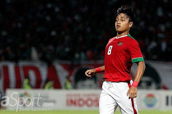 Gelandang timnas U-16 Indonesia, Andre Oktaviansyah, saat tampil melawan Malaysia pada laga semifinal Piala AFF U-16 2018 di Stadion Gelora Delta Sidoarjo, Jawa Timur, Kamis (09/08/2018) malam.