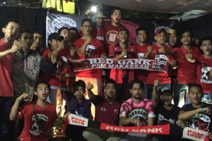 Suporter PSM Makassar, Red Gank, menuntut agar timnya segera mencari pemain baru untuk kompetisi Lig