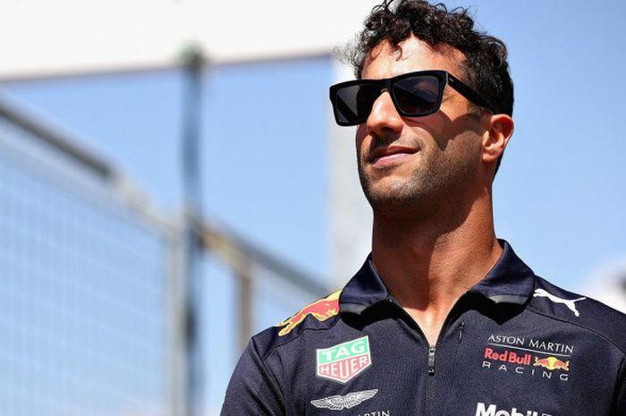 Mantan Pebalap Red Bull Racing, Daniel Ricciardo, saat tiba di Hockenheimring pada Kamis (19/7/2018)