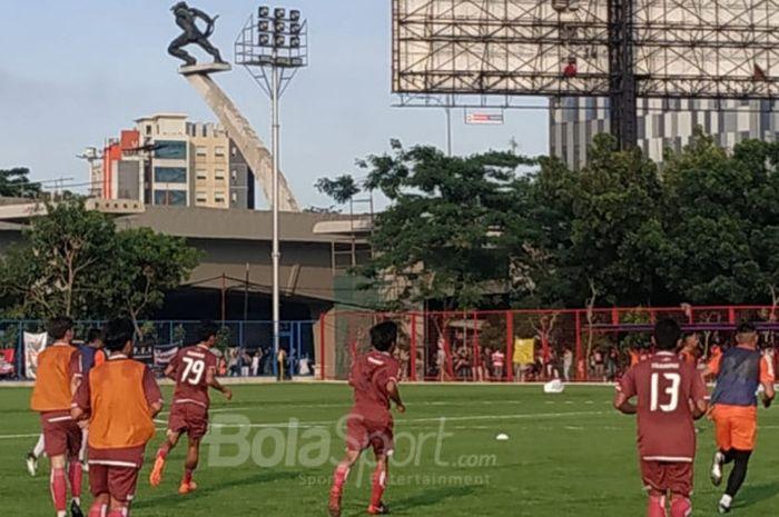 Persija Jakarta menggelar latihan di Lapangan Aldiron, Jakarta Selatan, Senin (7/1/2019).