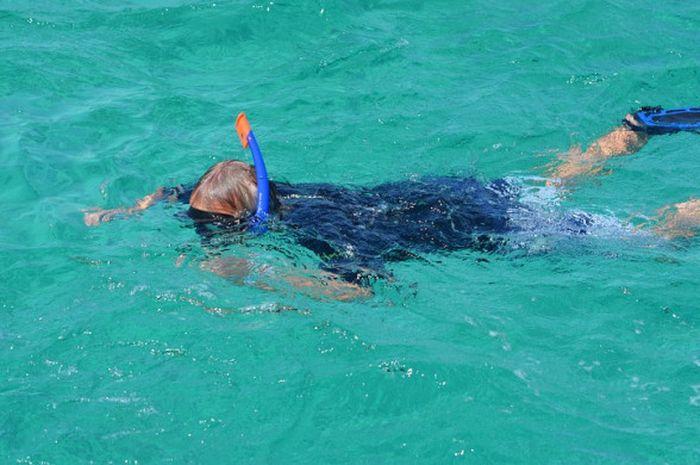Snorkeling termasuk salah satu kegiatan olahraga.