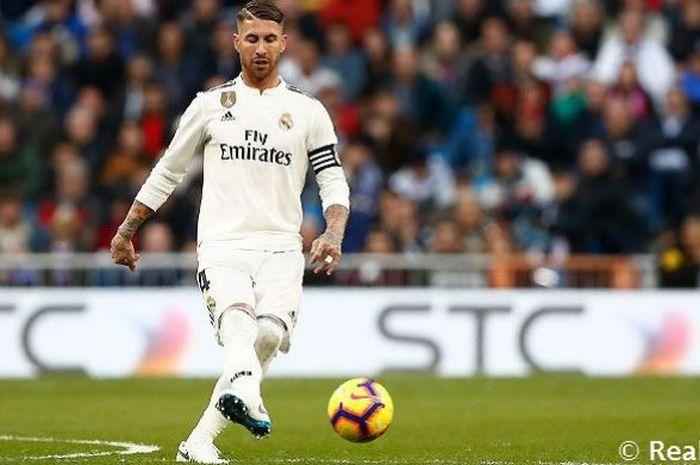 Kapten Real Madrid, Sergio Ramos, dalam laga melawan Real Valladolid pada pekan ke-11 Liga Spanyol, Sabtu, 3 November 2018.