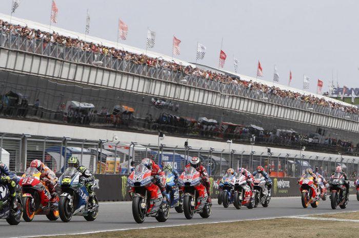 Suasana saat balapan MotoGP Republik Ceska di Sirkuit Brno, Minggu (5/8/2018), dimulai.