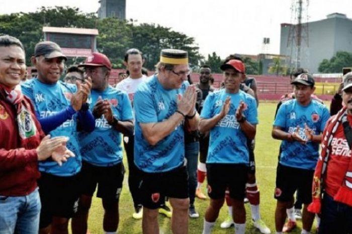 Pemain PSM Makassar mendapat kejutan tak terduga dari penggemarnya, The Macz Man