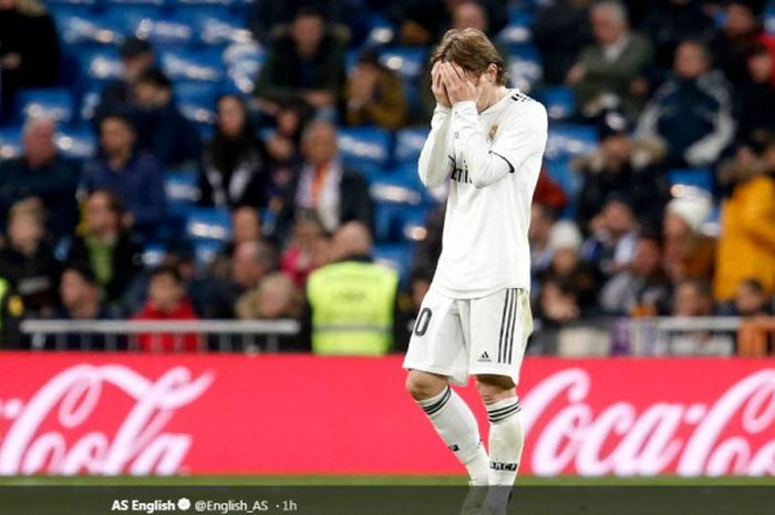Luka Modric tertunduk lesu dalam partai di mana Real Madrid dikalahkan Real Sociedad