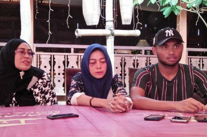 Saddil Ramdani (kanan), ASR (tengah) dan Mawar Susmari, dalam sesi jumpa pers dengan wartawan pada Senin (5/11/2018).