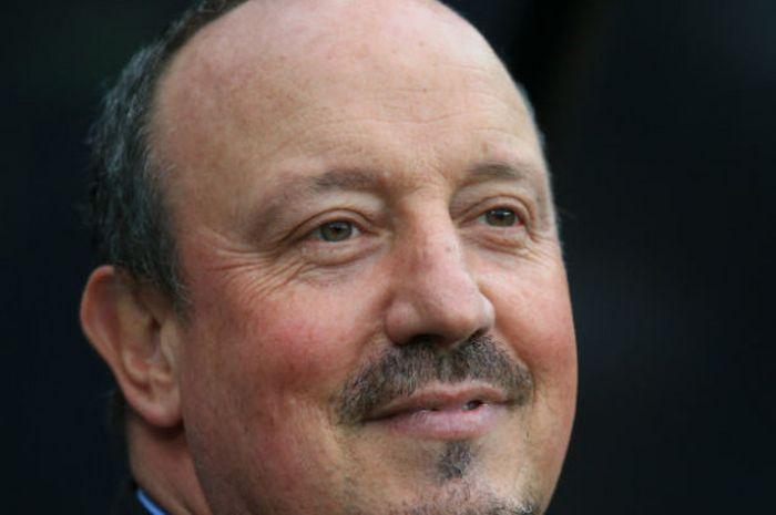 Ekspresi pelatih Newcastle United, Rafael Benitez, pada pertandingan versus Liverpool pada lanjutan
