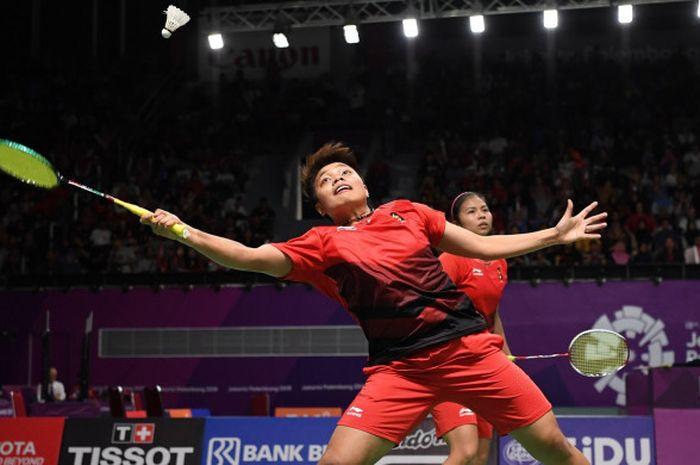 Ganda putri Greysia Polii/Apriyani Rahayu, dalam pertandingan melawan pasangan Hong Kong, Ng Tsz You/Yuen Sin Ying, dalam cabang bulu tangkis Asian Games 2018, 19 Agustus 2018 di Jakarta.