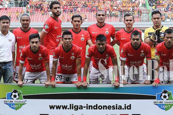 Skuat Persija Jakarta saat melawan Perseru Serui di pekan 25 Liga 1 pada Selasa (19/9/2017) di Stadion Patriot Chandrabhaga, Bekasi, Jawa Barat.