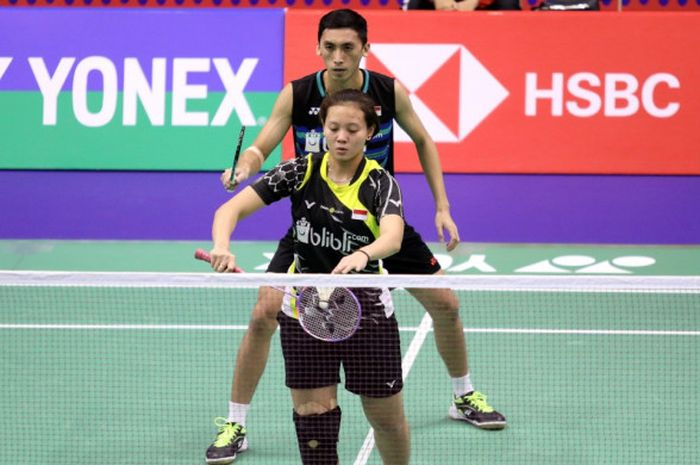 Pasangan ganda campuran Indonesia, Ronald Alexander/Annisa Saufika, saat menjalani pertandingan melawan Zhang Nan/Li Yinhui (China) pada babak pertama Hong Kong Open 20118 di Hong Kong Coliseum, Selasa (13/11/2018).