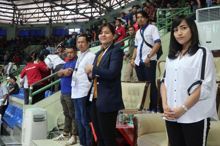 Sekjen PSSI, Ratu Tisha Destria  menyaksikan laga timnas futsal Indonesia di Piala AFF Futsal 2018 di GOR UNY, Yogyakarta.