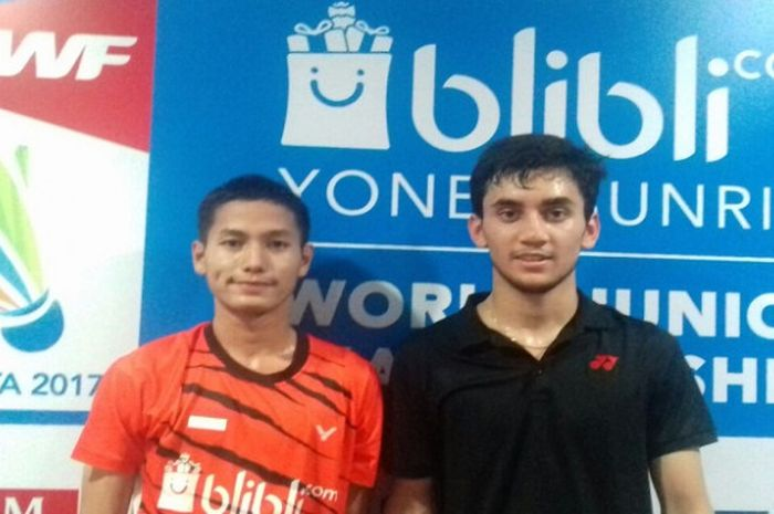 Gatjra Piliang (kiri) dan Lakshya Sen (kanan) berfoto bersama usai bertanding pada babak kedua World Junior Championship 2017 di GOR Among Rogo, Yogyakarta.