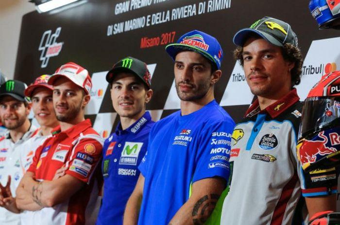 Para pebalap MotoGP dan Moto2 berpose dalam sesi konferensi pers jelang GP San Marino di Sirkuit Misano, Kamis (8/9/2017) waktu setempat.